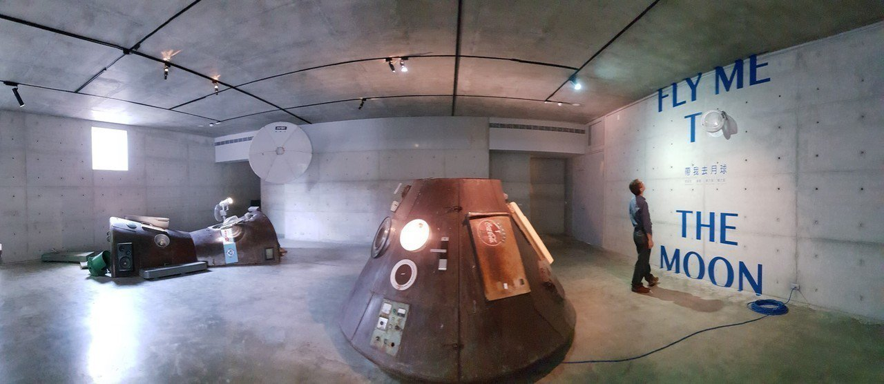 毓繡美術館「帶我去月球」展覽是藝術家李承亮、唐唐、曹文瑞和賴士超密謀串連的登月計...