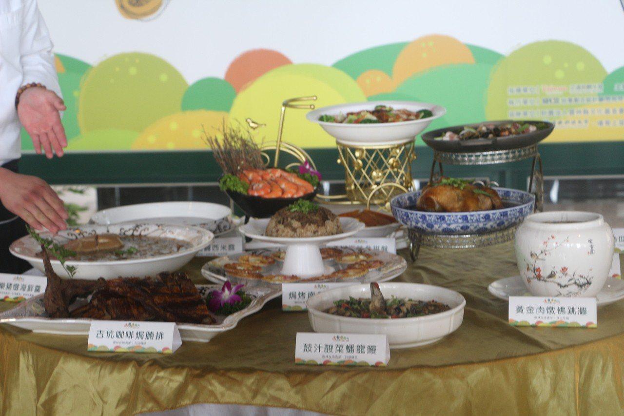 「千人辦桌 雲遊國際食藝交流」活動,以「起雞慶豐收」為主題,將10道特色辦桌料理...