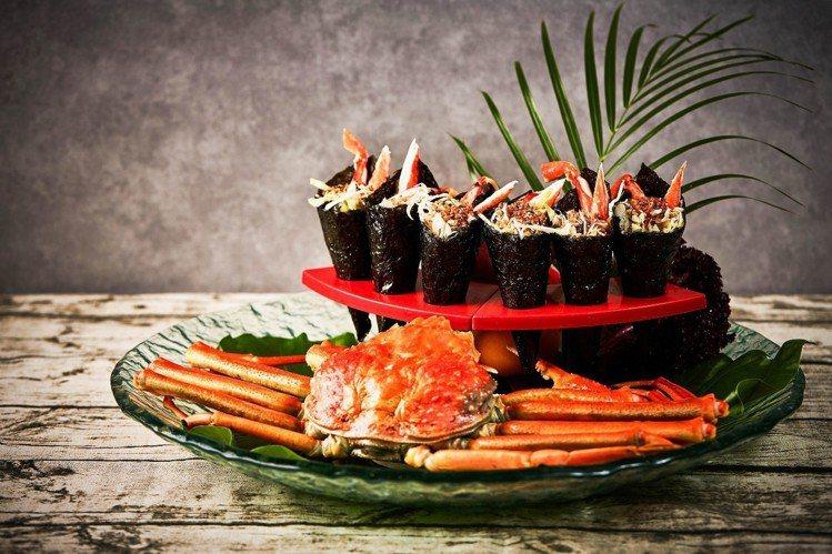松葉蟹手捲吃起來清爽又開胃,僅限晚餐時段才享用得到。圖/台北王朝大酒店提供