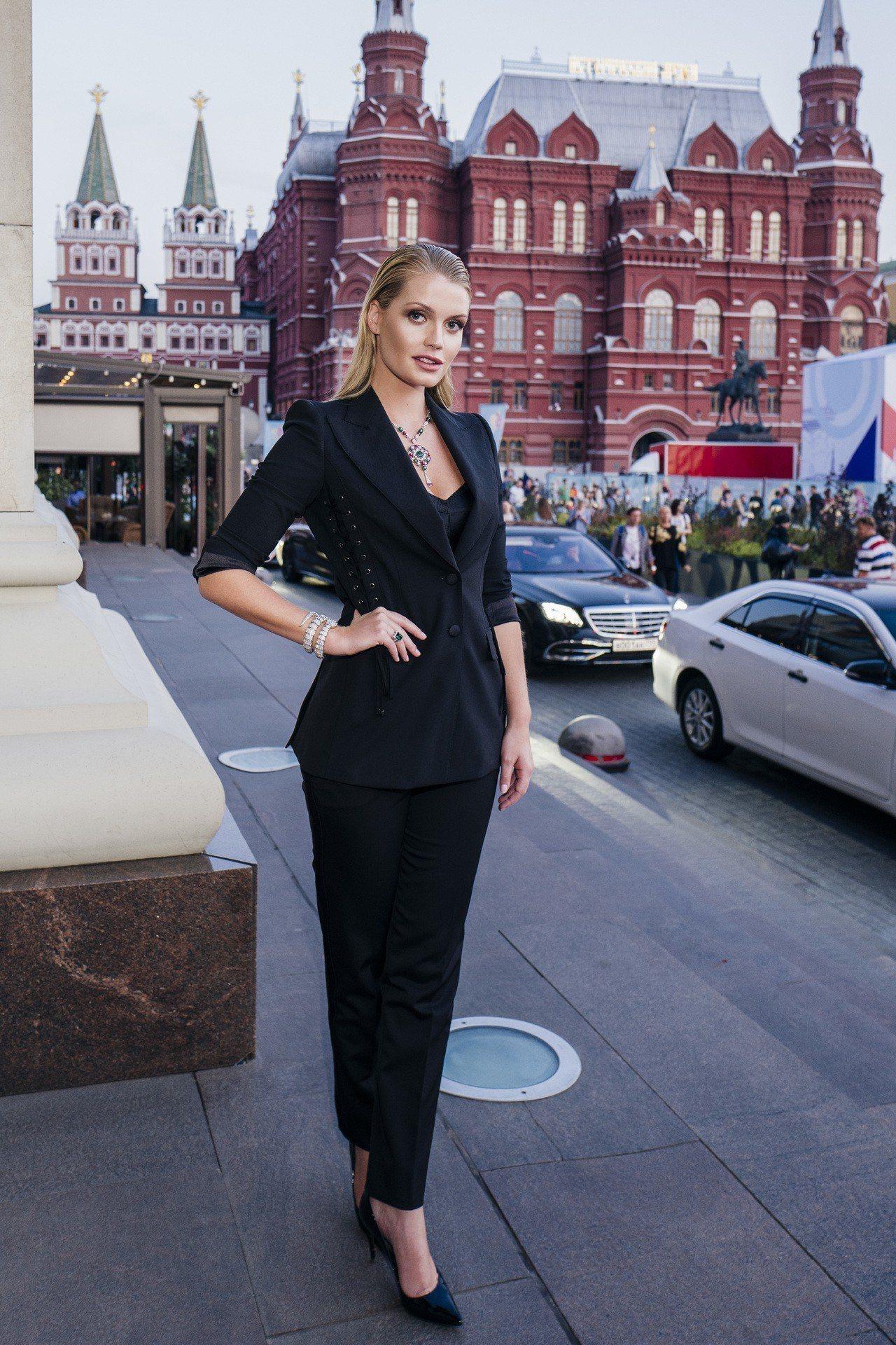 寶格麗品牌大使黛安娜王妃姪女Lady Kitty Spencer出席莫斯科克里姆...