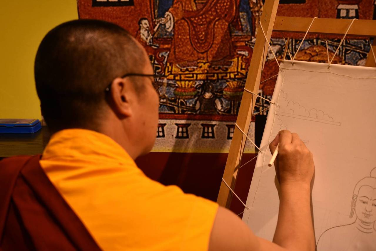 文化部舉辦「西藏醫學唐卡藝術特展」,昨天在國立傳統藝術中心宜蘭園區開展,藏族畫師...