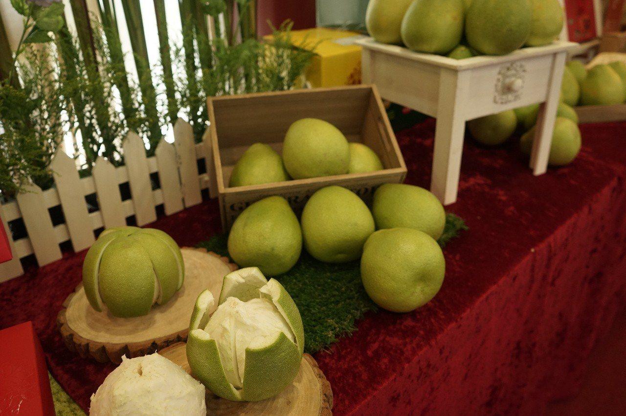 花蓮文旦柚今年品質極佳,縣府鼓勵民眾多多品嘗。記者王燕華/攝影