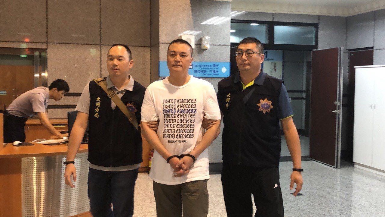 法院裁定陳男(中)羈押禁見。記者李承穎/攝影