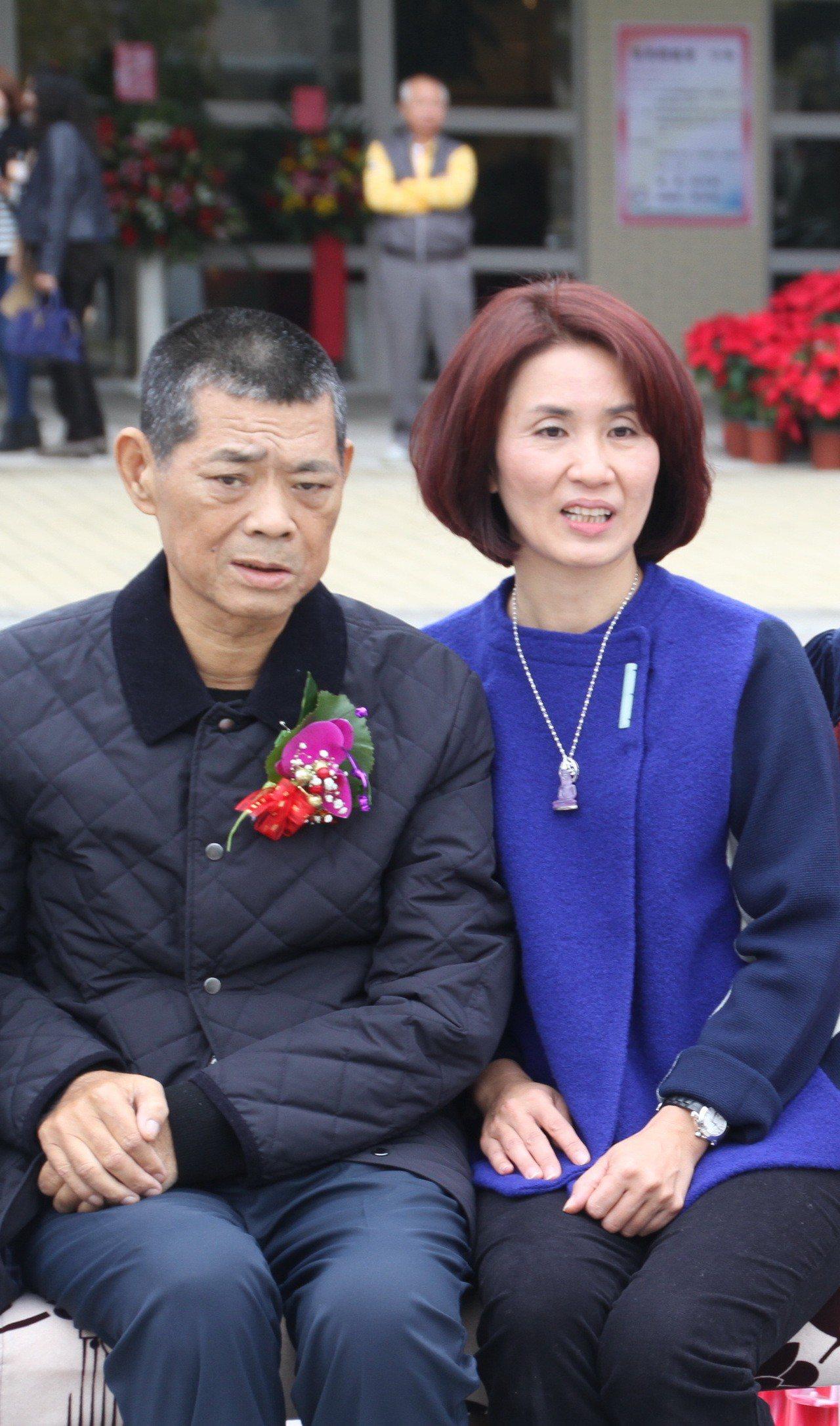 苗栗縣議長游忠鈿(左)的妻子張淑芬(右)已登記角逐下屆縣議員。報系資料照片