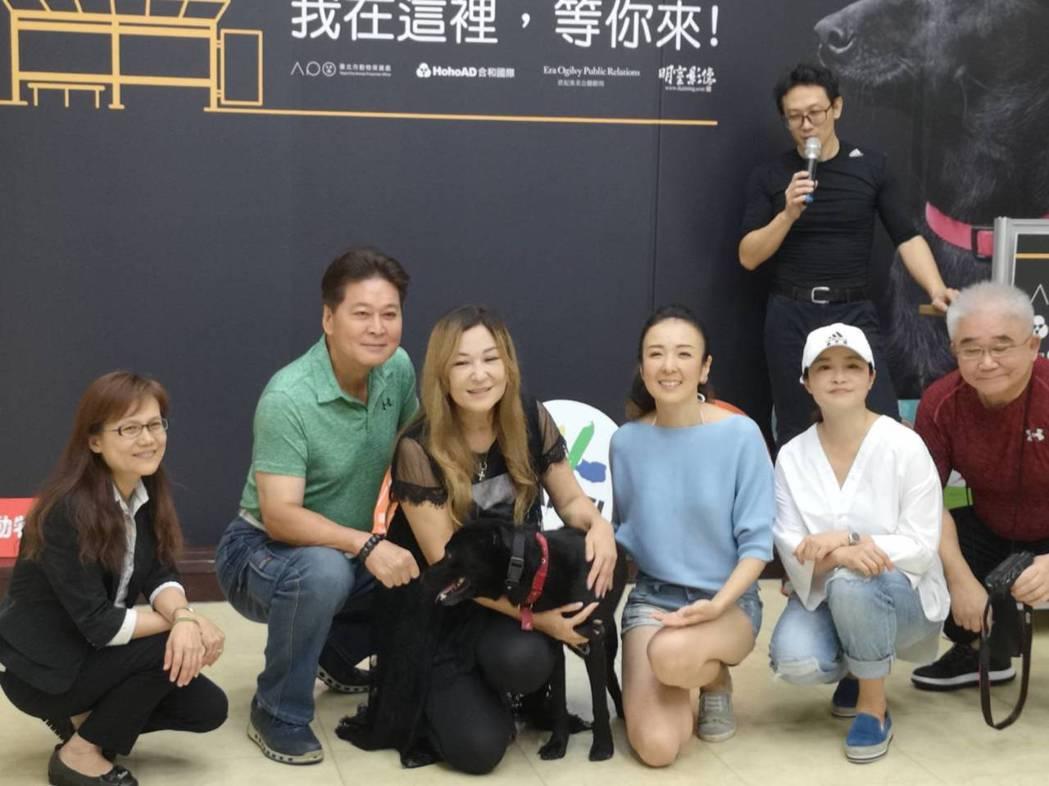 劉尚謙(左二)、張富美、黃雅珉、導演王時政出席狗狗節活動。圖/倪有純提供