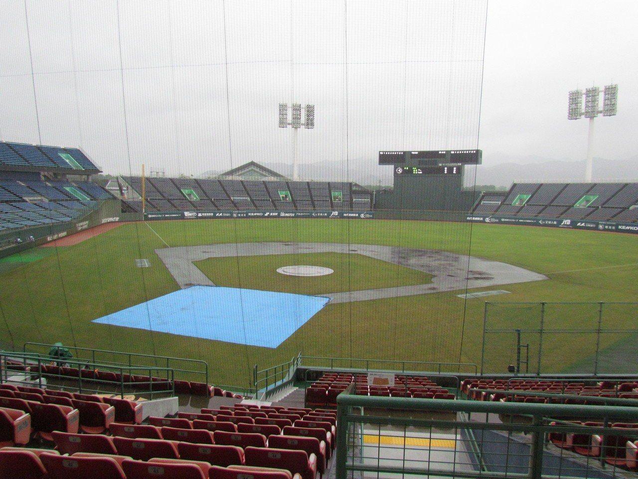 亞青棒球賽因下雨順延,中、韓明天再戰。 記者婁靖平/攝影