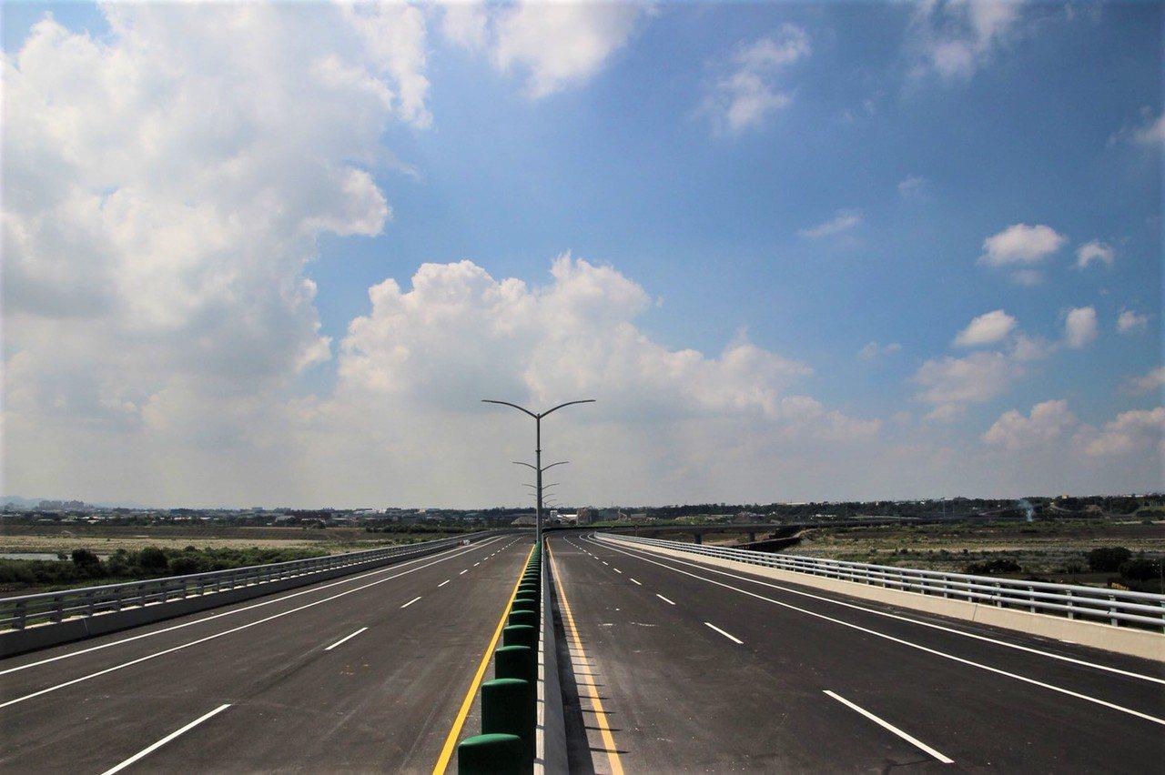 國道4號神岡交流道延伸甲后路聯外道路,將於本月正式通車。圖/中市建設局提供