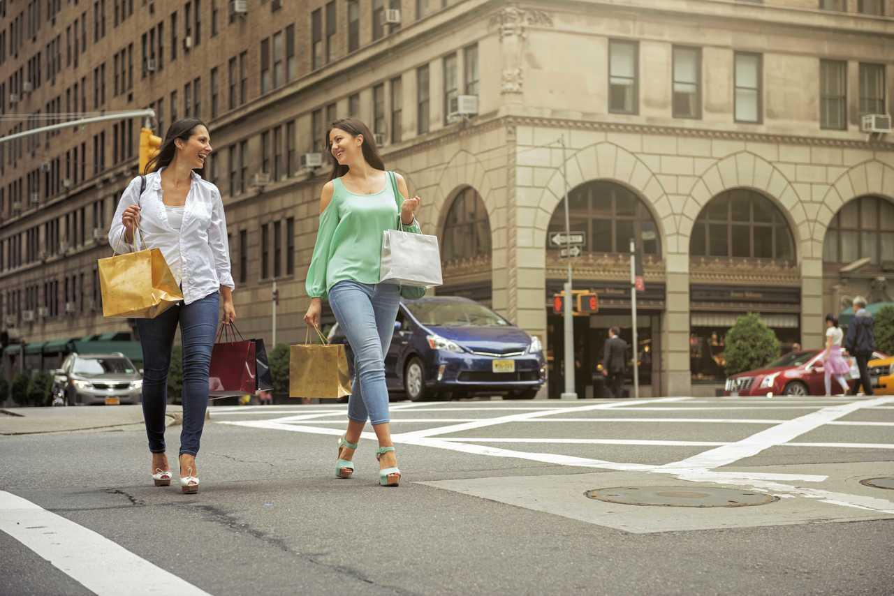 43%的旅客表示要換上壓箱戰袍,才能在臉書和 Instagram 等社群軟體上大...
