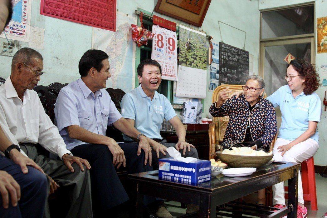 前總統、也是前任國民黨主席馬英九(左二),今探望林為洲(右三)、以及他的雙親林埈...