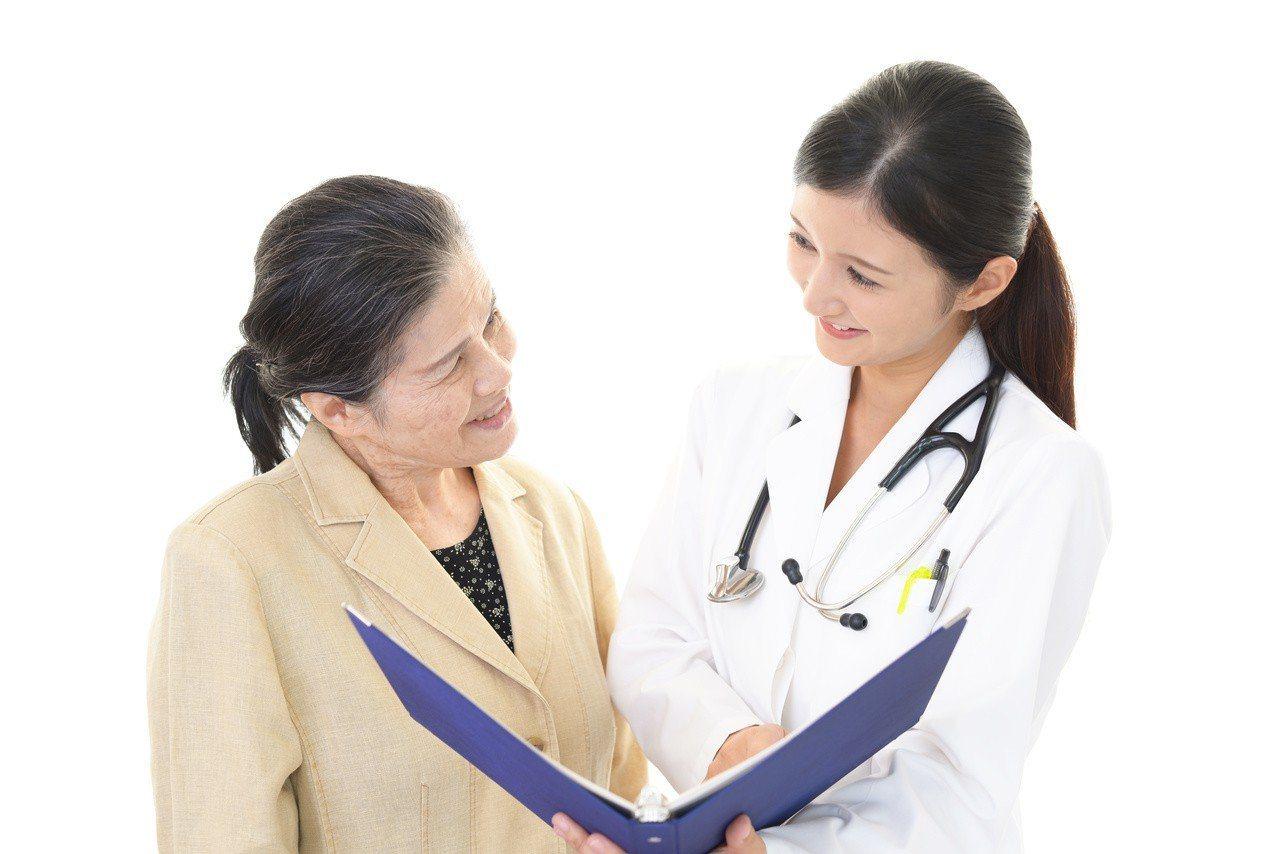 醫病良性溝通,才能夠避免糾紛。示意圖。