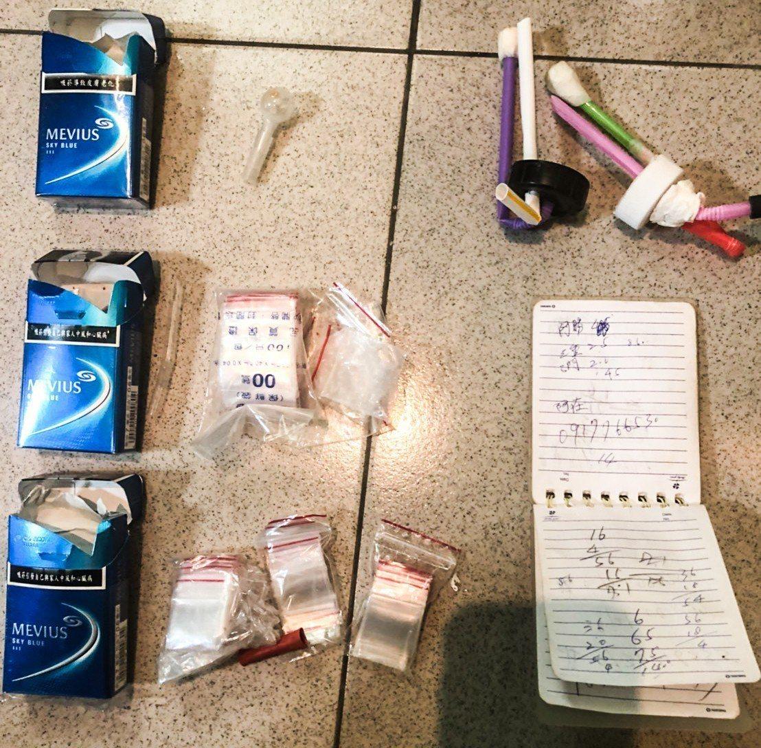 警方經長期監察蒐證,於本月5日持票進入嫌犯在基隆市萬里區的住家搜查,當場查獲65...