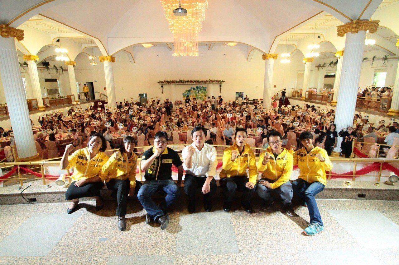 時代力量今天中午在新竹市舉辦「監督市政,拒絕護航」募款餐會。圖/時代力量提供