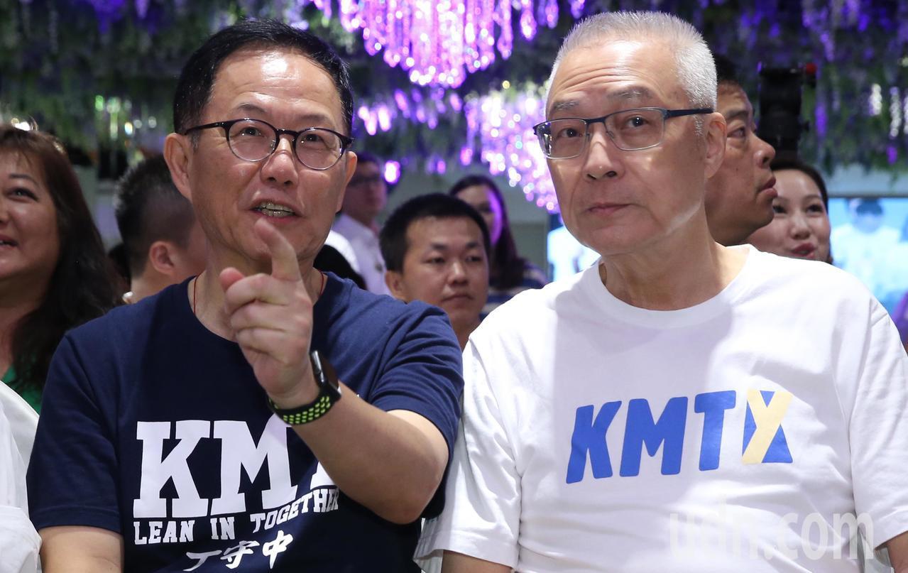 國民黨台北市長參選人丁守中(左)與國民黨主席吳敦義(右)。 記者林俊良/攝影
