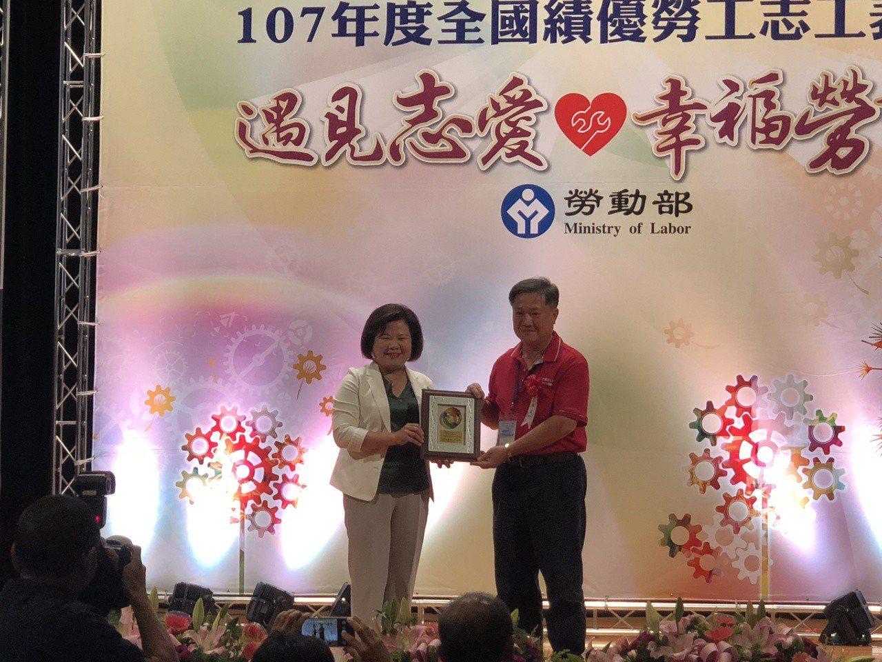 台南市勞工志願服務協會團隊志工不少具水電、泥水、油漆、木工等專長,因熱心幫助職災...