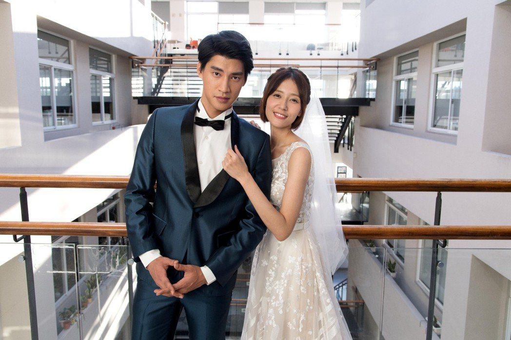 劉宇菁穿婚紗和羅宏正(左)好事近  圖/三立提供