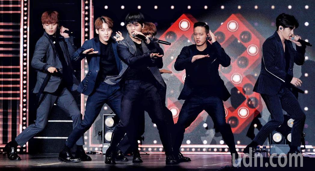 韓團BTOB晚上在新莊體育館舉行演唱會。記者林伯東/攝影