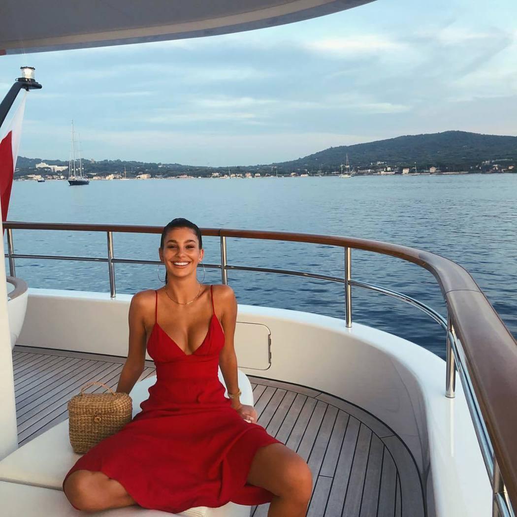 卡蜜拉莫隆尼也是外表亮麗的模特兒,符合男友一貫的口味。圖/摘自Instagram