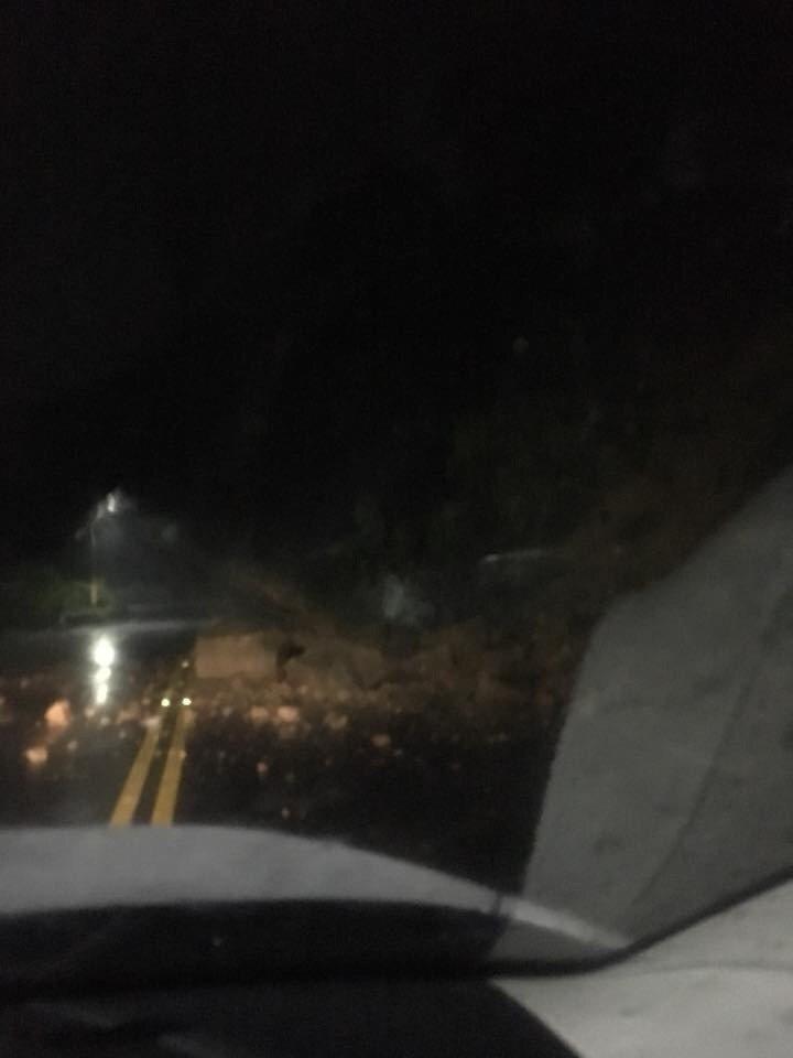 萬里景美路發生土石坍方。圖/北海岸全民聯盟公社提供