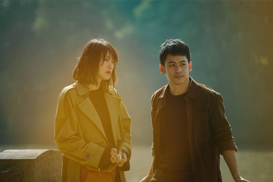 李淳(右)、黃璐(左)主演「郊區的鳥」在國際影展屢獲好評。圖/前景提供