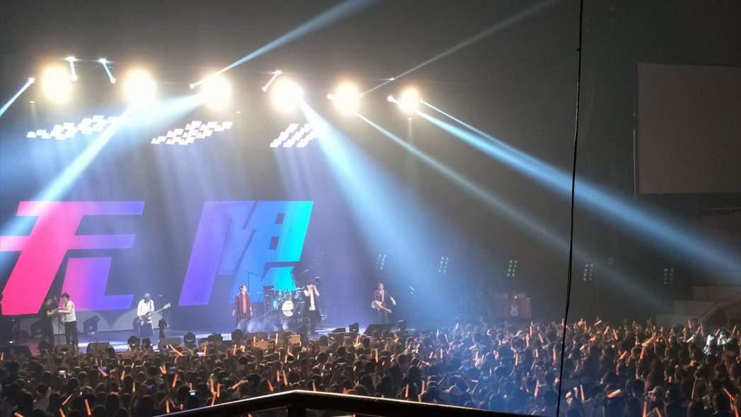 五月天今晚在首爾開唱座無虛席。圖/讀者提供