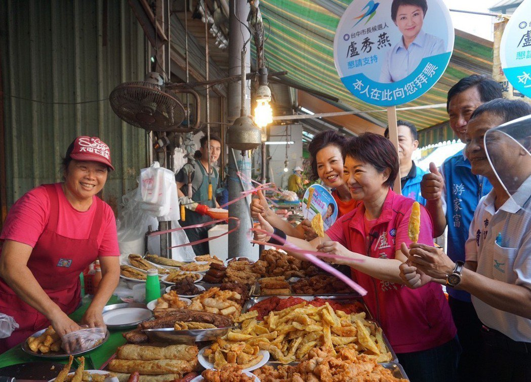 國民黨市長參選人盧秀燕昨在市場掃街,她強調「不做壞事就不怕人知道」;國民黨台中市...