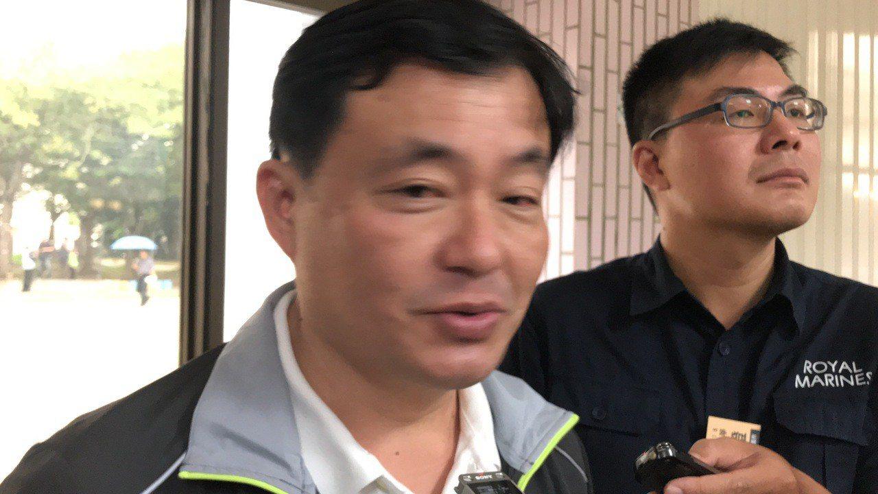 民進黨秘書長洪耀福昨天強調嘉義縣沒有分裂,只是少數人脫隊。 記者姜宜菁/攝影