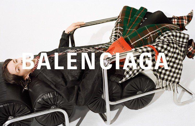 Balenciaga新Logo更加細長。圖/Balenciaga提供