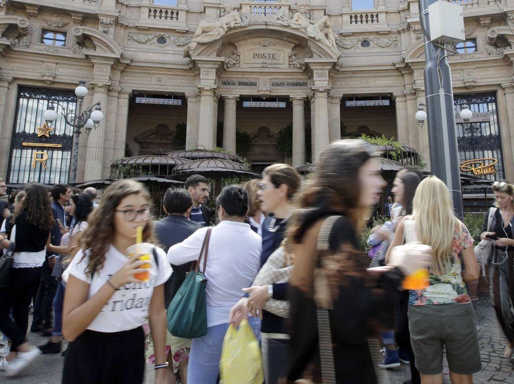 星巴克義大利首家門市7日在米蘭開幕,星巴克還打算在米蘭繼續展店。 (美聯社)