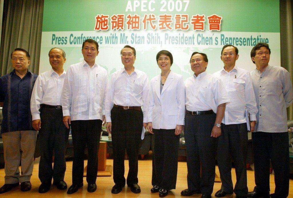 2007年宏碁董事長施振榮(左四)代表台灣參加APEC峰會。 圖/聯合報系資料照...