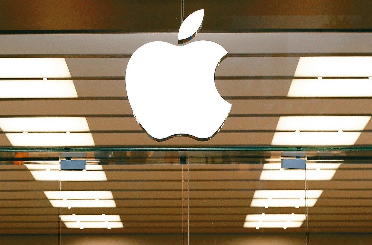 蘋果公司對於川普呼籲把大陸生產線移回美國一事,尚未回應。 美聯社