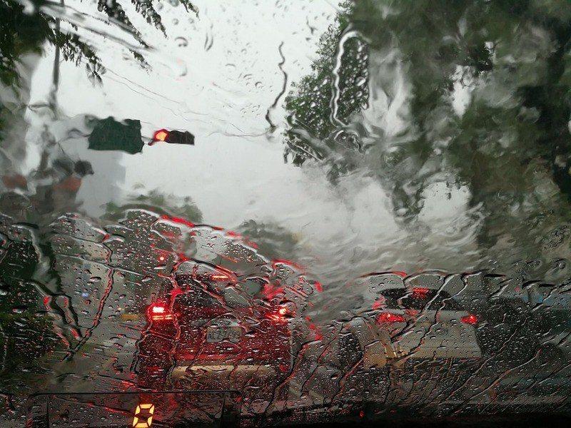 9日起新北市、基隆市地區及臺北市山區有局部大豪雨或超大豪雨。(photo by ...