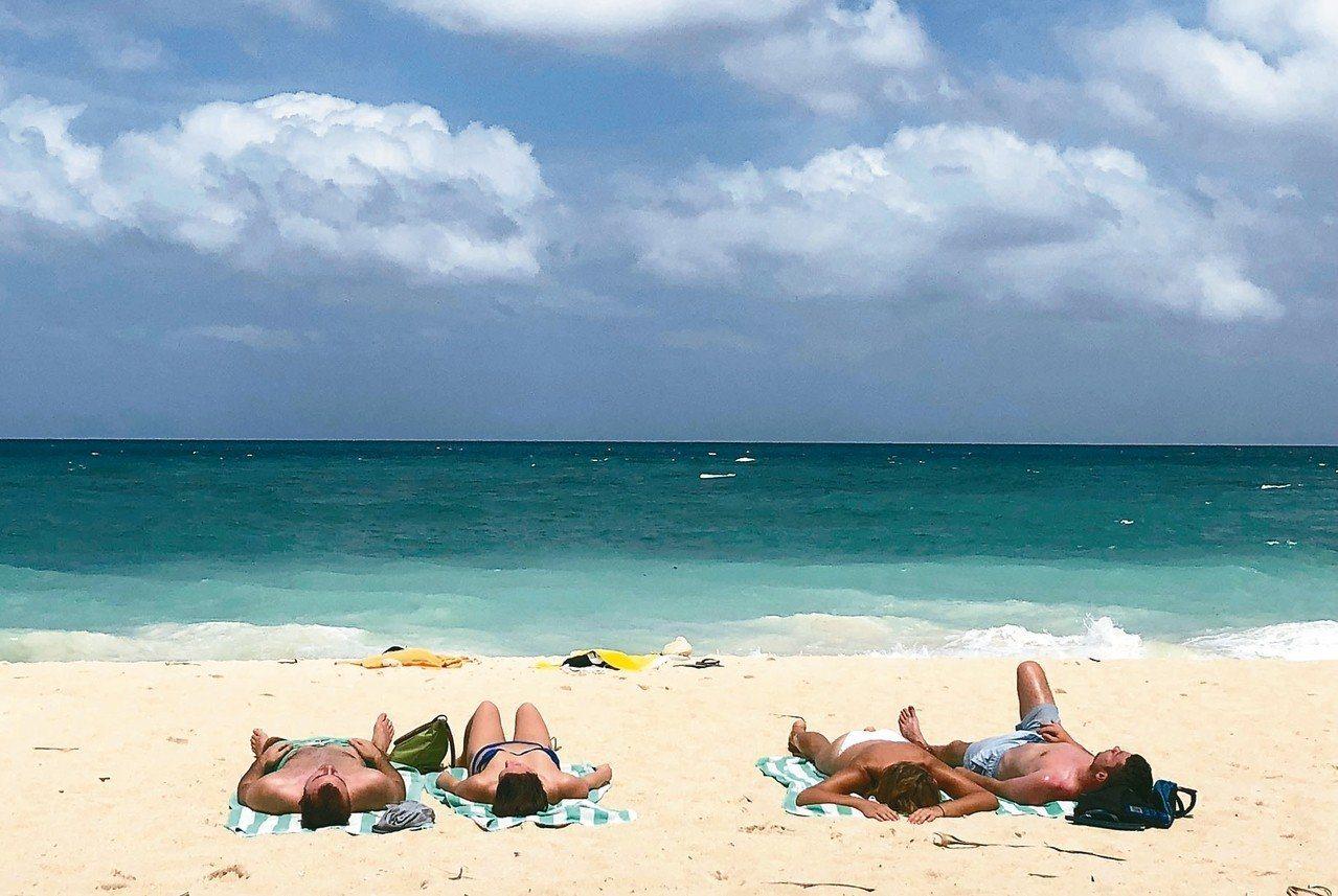 長灘島將於10月底重新開放。圖/美新社