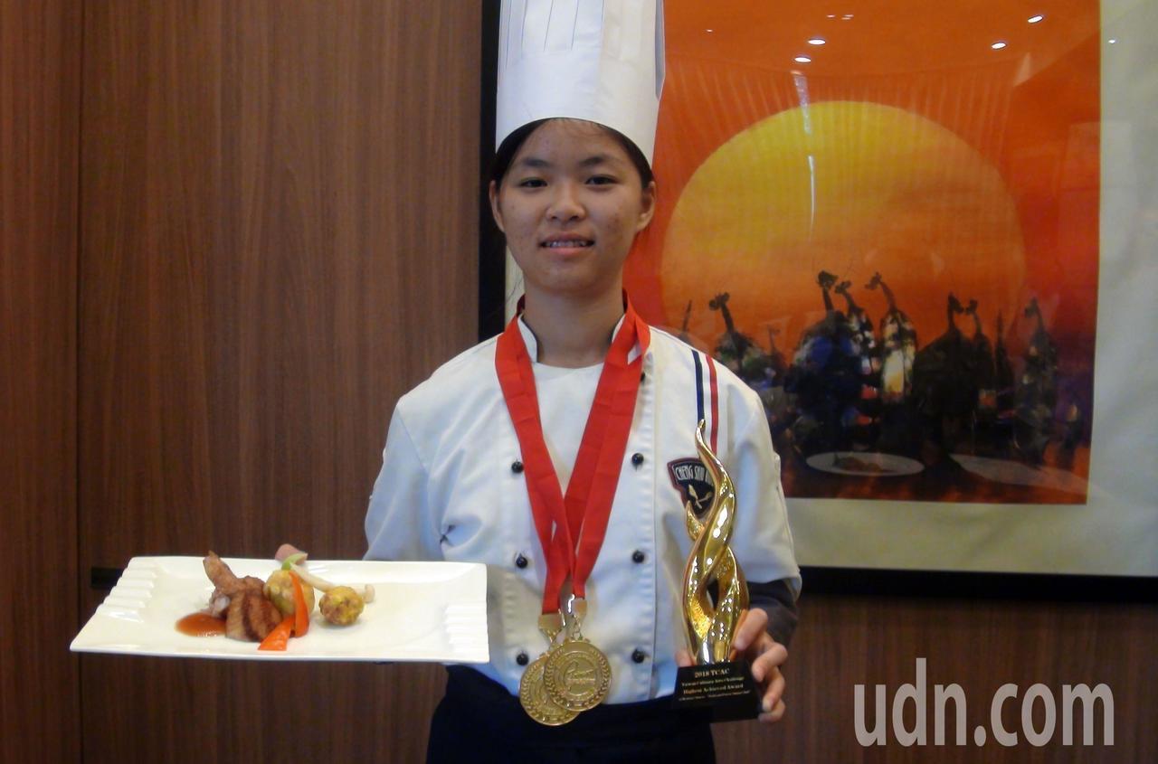 牛紀輕輕的盧妍瑾,廚藝了得。記者王昭月/攝影