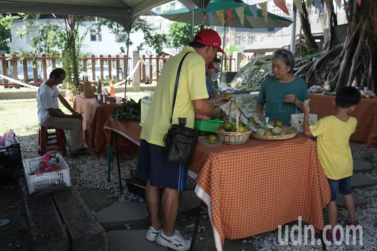 花蓮鐵道文化園區二館,每周六上午有「好事集」,販售小農、手作產品,在委外管理後仍...