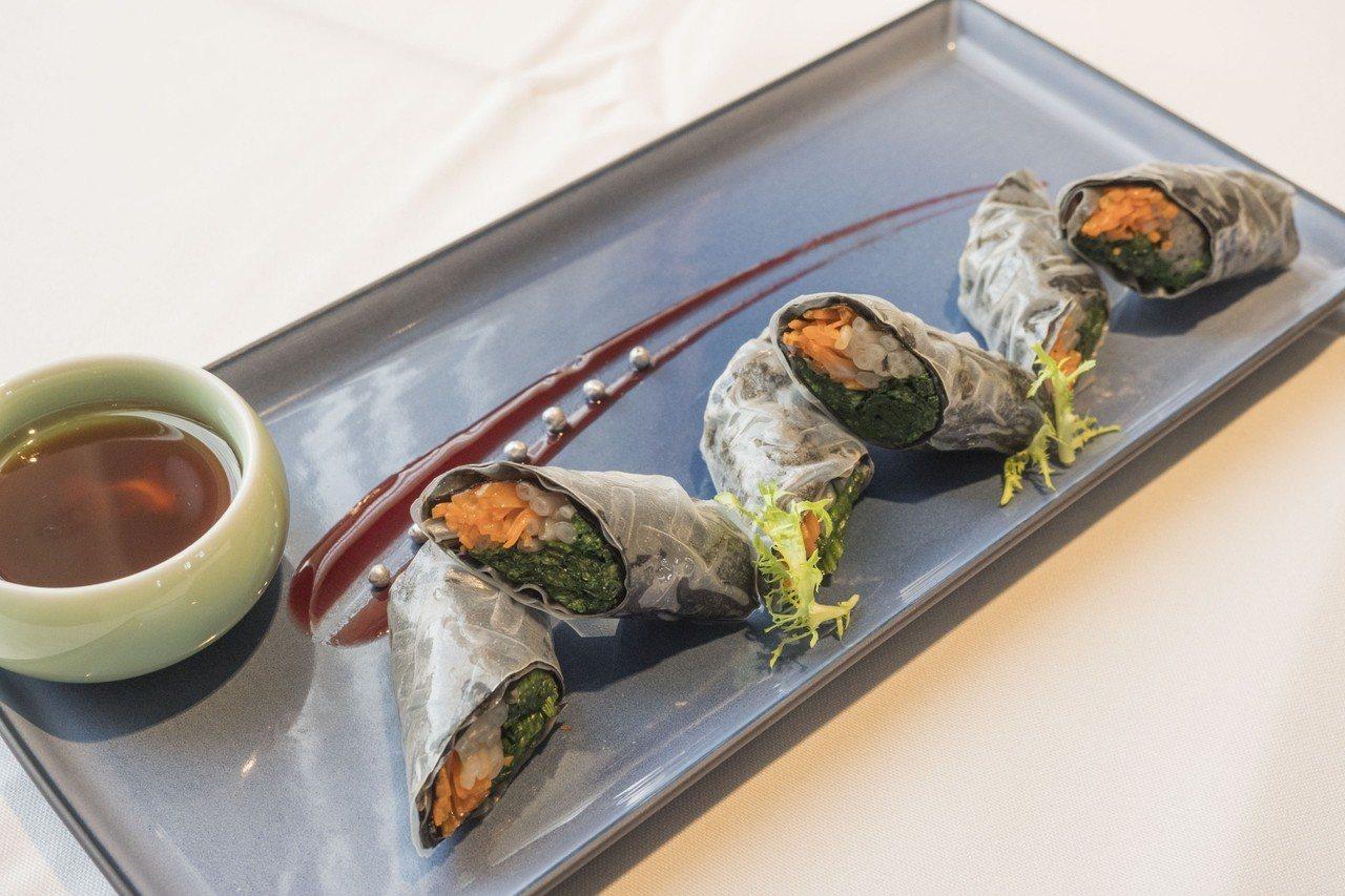 為了介紹在地食材,這次活動邀H2O水京棧的中西餐主廚,到地方挑選海鮮並設計創意料...