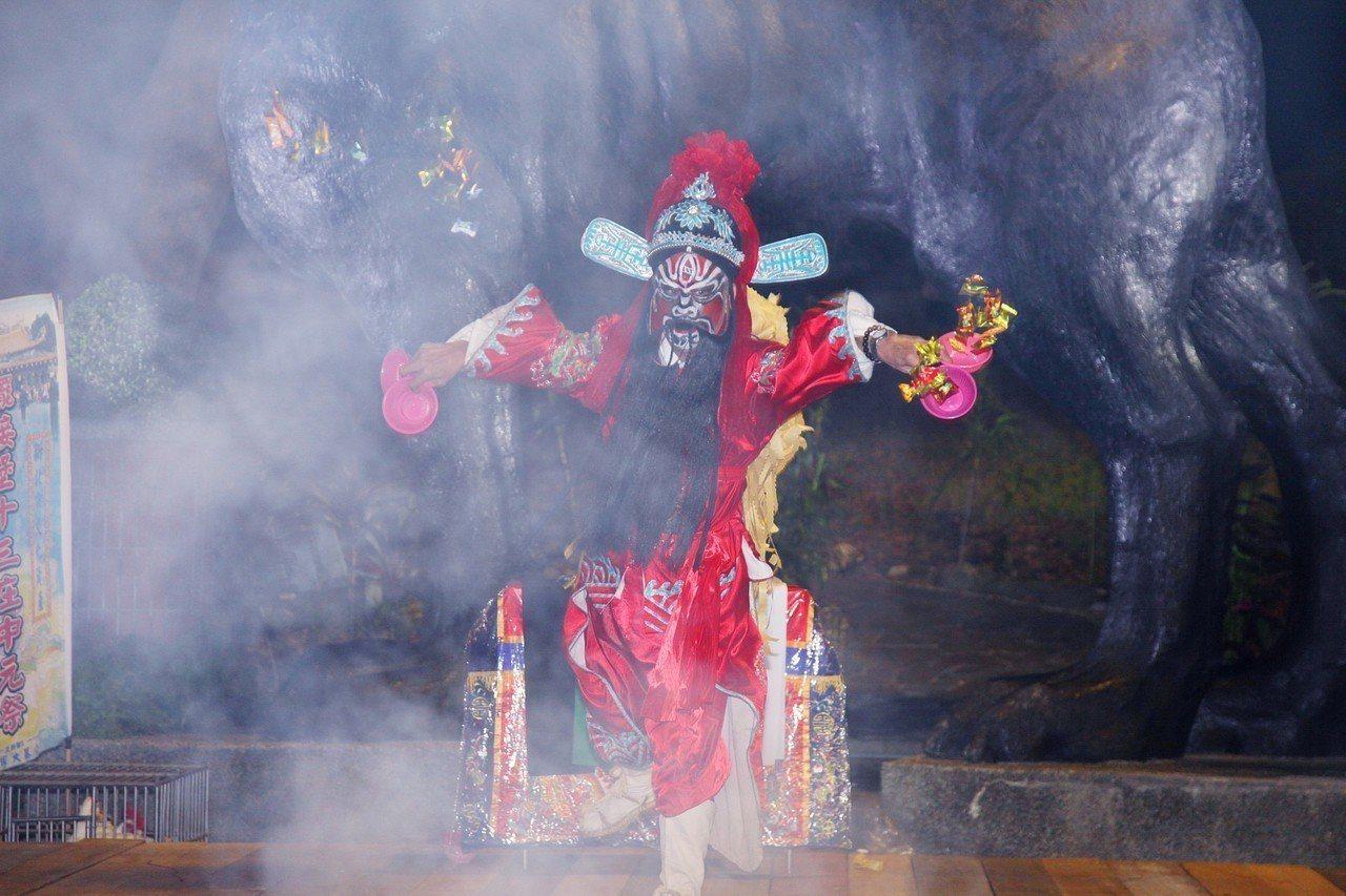 新莊地藏庵在地藏王菩薩聖誕鬼門關當天,舉辦普後押孤跳鍾馗儀式及農曆7月最後一場的...