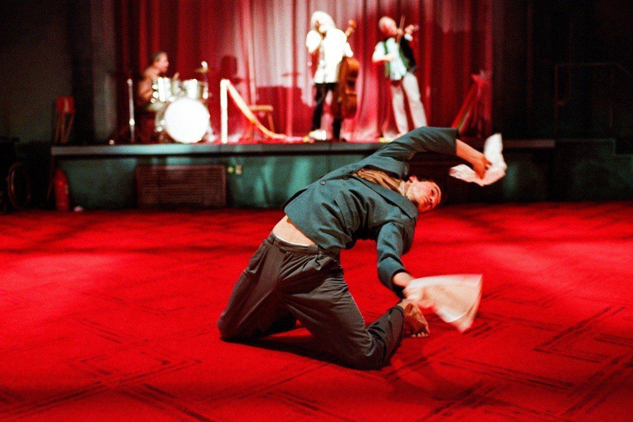 比利時偷窺者舞團帶來「家庭三部曲」第一部作品《父親》。圖/兩廳院提供