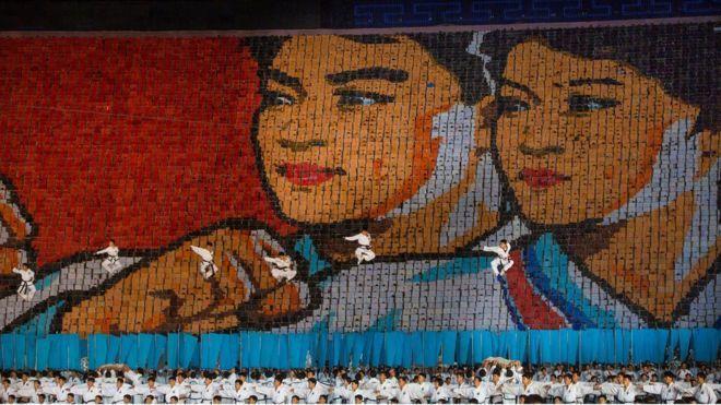 北韓2012年的大會操和排字表演。取自 youtube