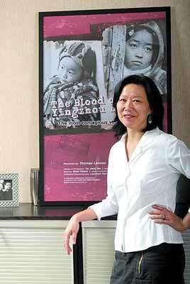 香港大學教授楊紫燁拍攝環繞愛滋病、環保、同性戀等題材的紀錄片。(搜狐網)