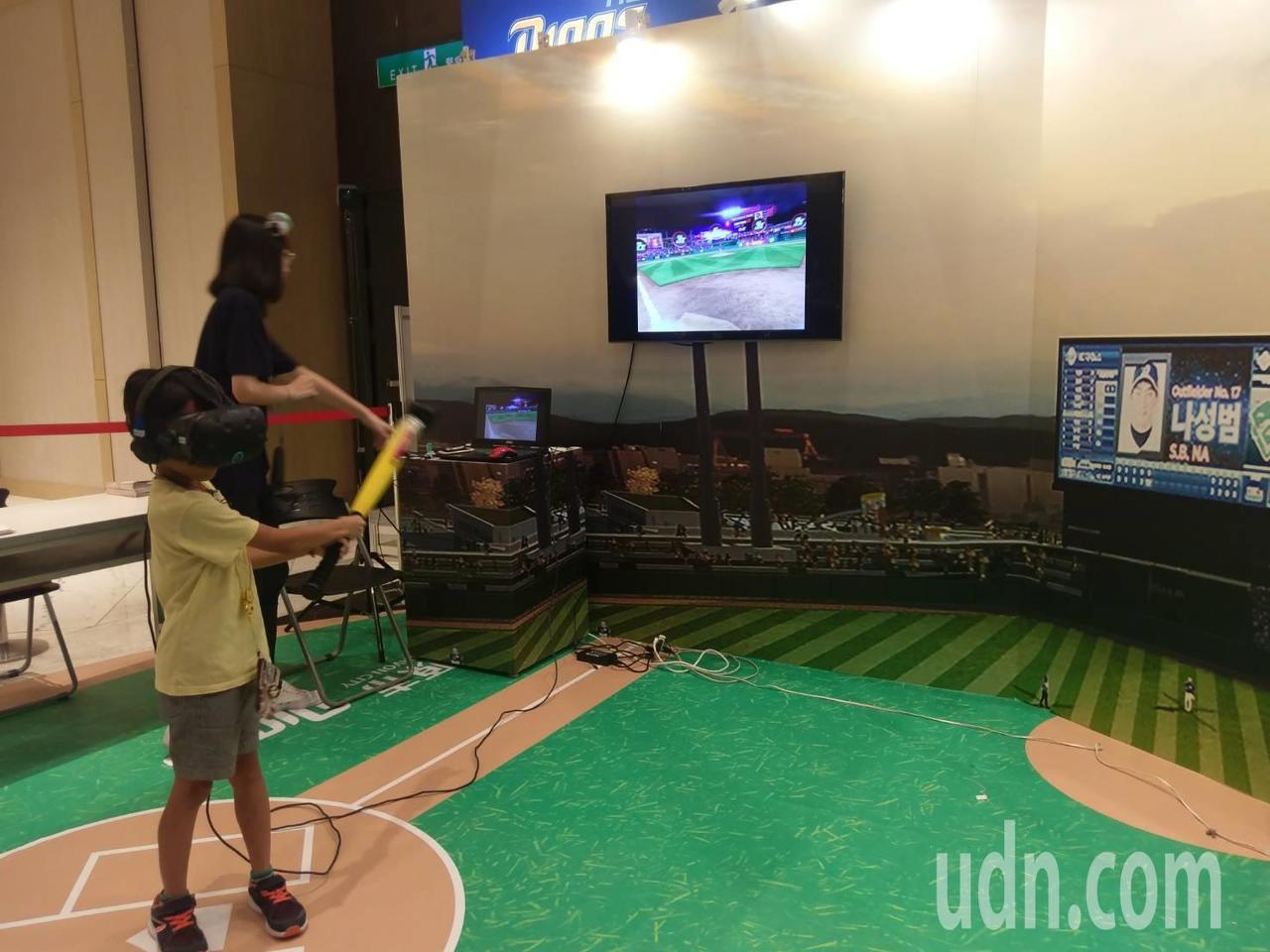 今年打造「SPORT昌原館」,透過VR科技互動體驗,感受與王維中一同在昌原棒球場...