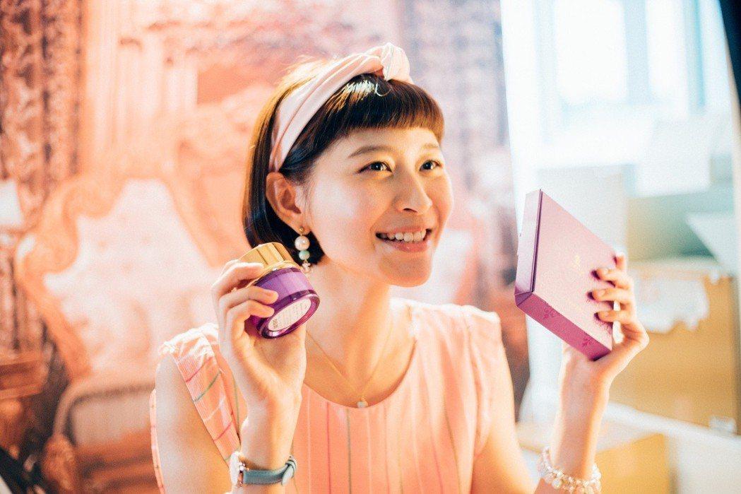 江沂宸劇中當起網紅推賣保養品,引發網友對商品的詢問度。圖/稻田提供