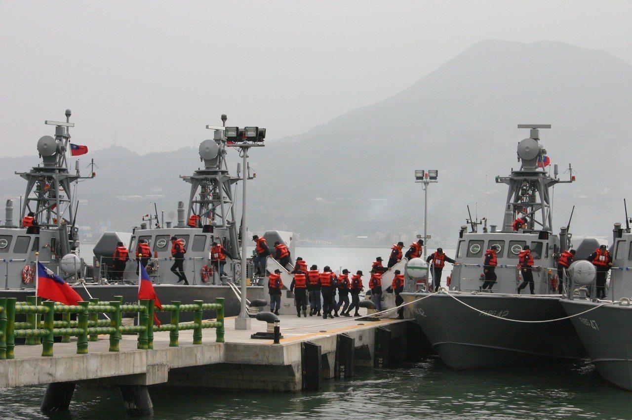 淡水河口過去原駐有海鷗飛彈快艇,並建設、整修可提供艦艇補給的岸置水電系統的突堤碼...