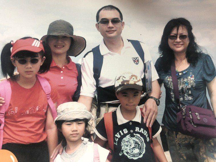 婦產科醫師王培中「以身作則」,育有3個孩子。圖/王培中提供