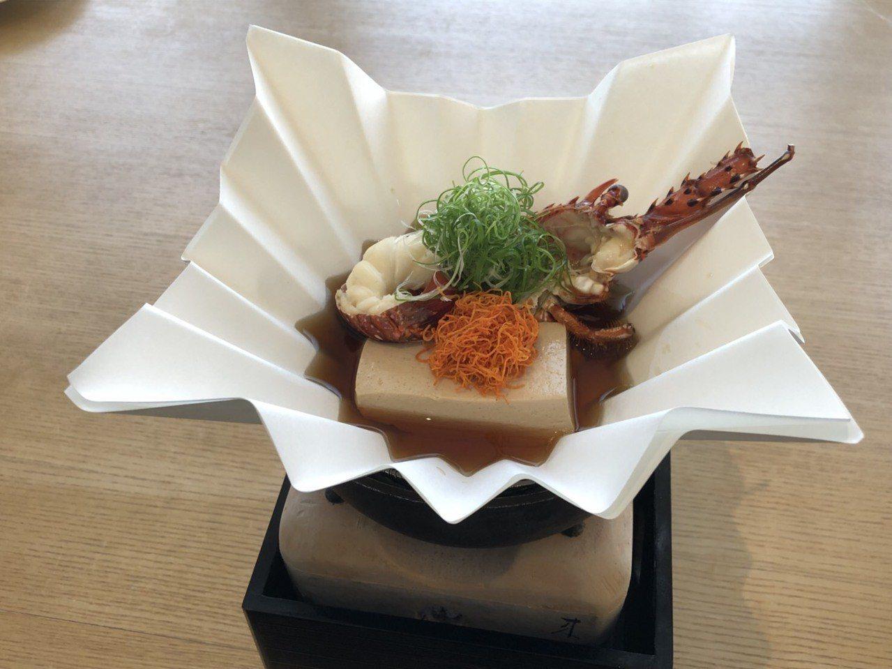 龍蝦豆腐煮。洪安怡攝