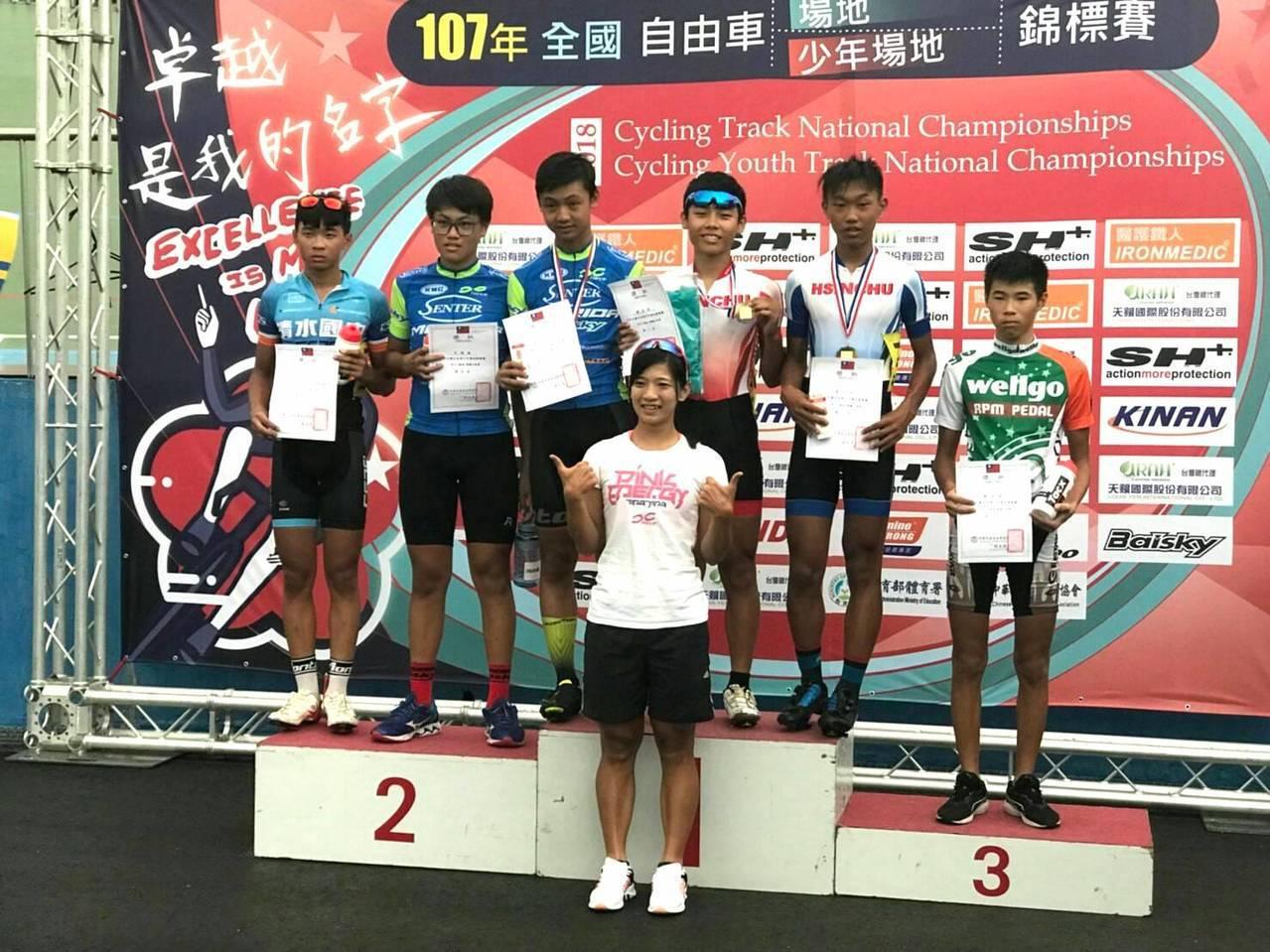 建華國中鄭丞凱奪下3公里集體出發賽第一名、競輪賽第二名。圖/建華國中提供