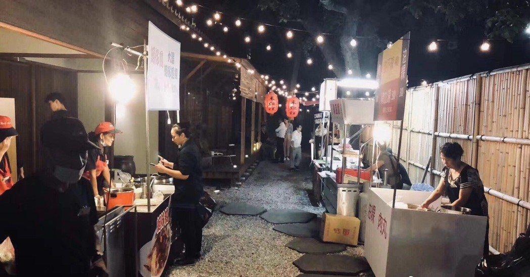郭台銘日前舉辦家宴,打造台灣小吃一條街。 取自微博
