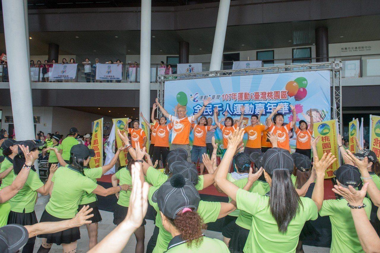 今天是9月9日國民體育日,桃園市舞蹈、太極拳、瑜珈及外丹功等約有300個運動社團...