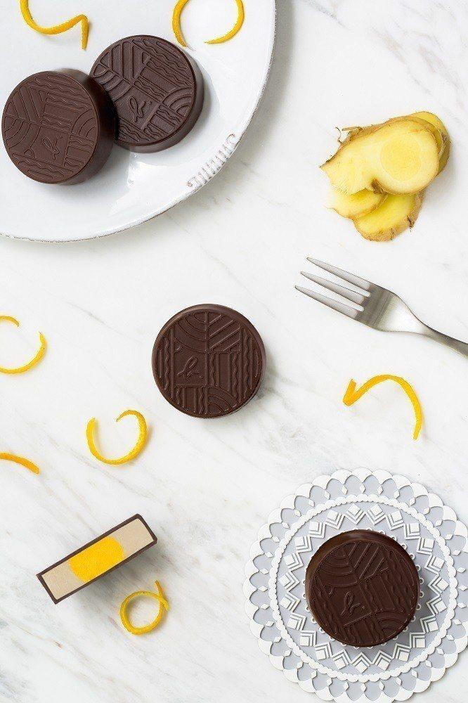 薑漬柳橙黑巧克力月餅。圖/agnès b.提供