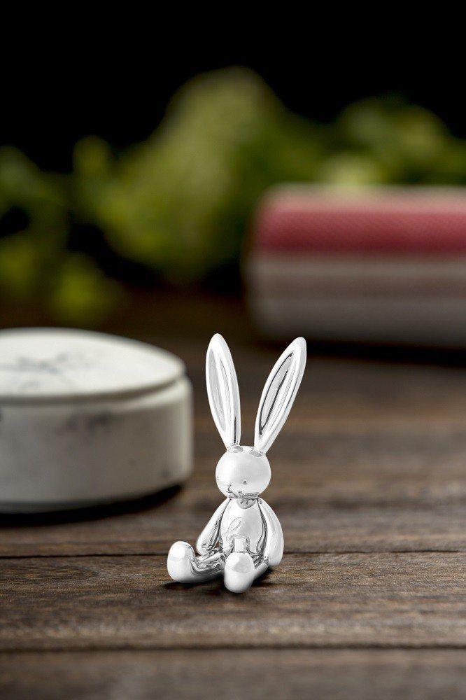 b. LAPIN銀白小兔公仔。圖/agnès b.提供