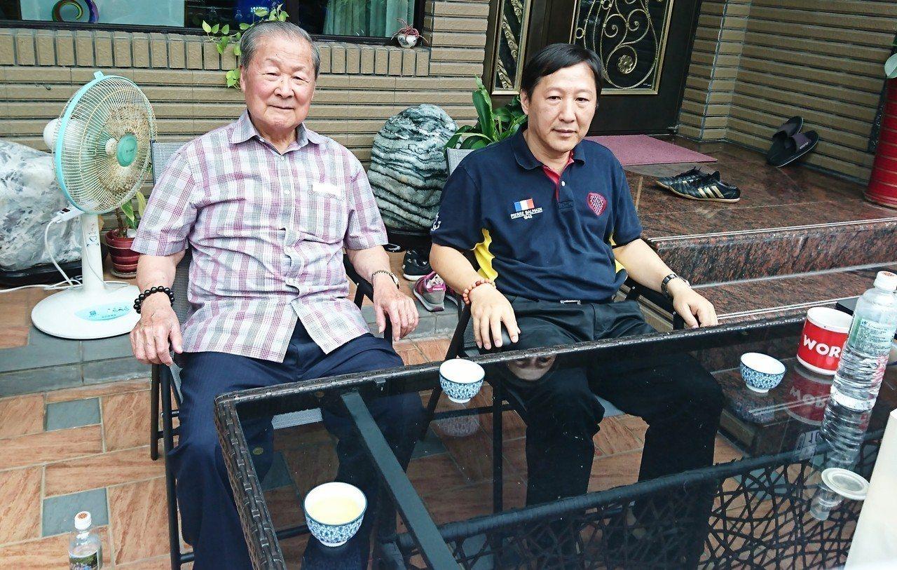 針對網路流言「對岸指導台東選情」,饒穎奇(左)與吳俊立今天下午同斥:「胡說八道」...